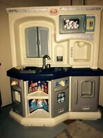 Fisher price kitchen with sound