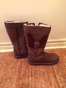 UGG 100% authentic Size 8