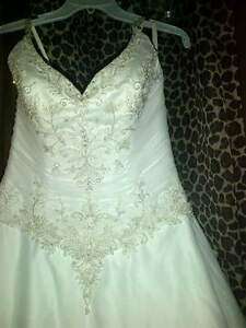 Gorgeous brand new wedding dress