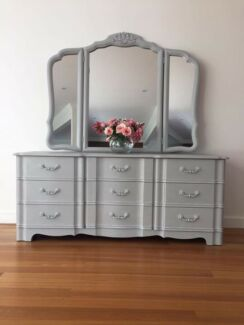 Dresser dressing table with mirror chest Of Draws