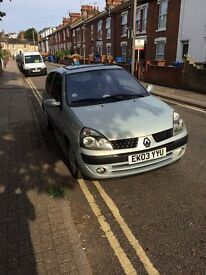 1 YEARS MOT and Low Milage Renault CLio 1.3. Very Cheap to Insure. Full Service History.
