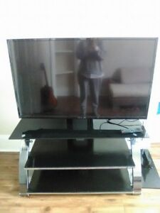 Beautiful Flat Screen Tv -FLUID and Free TV Stand