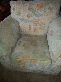 COMFY CREAM PATTERNED FABRIC ARMCHAIR.