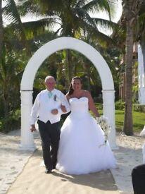 Sincerity white wedding dress. Size 18