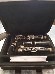 Magnfiique clarinette de marque Yamaha, model 255, comme neuf dans son case pour seulement 399.99$!! (Z012412)