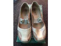Josef Seibel (Metalic) Shoes (Size 40)