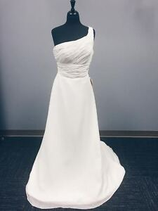 YOURS TODAY! Stunning, Size 12 Wedding Gown