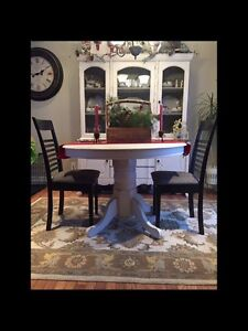 Vintage Round Pedestal table with 6 chairs