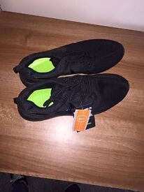 Black Nike Roche trainers for SALE 7.5