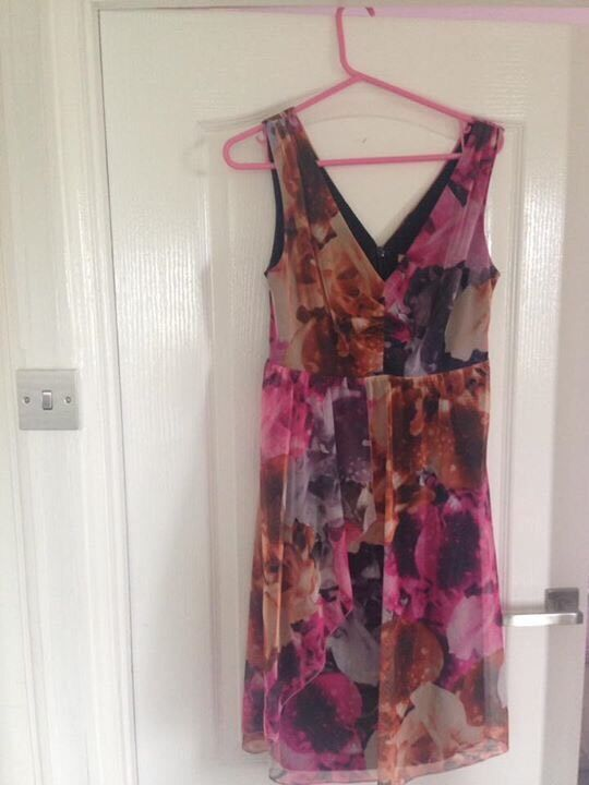 Next dress size 12in Burry Port, CarmarthenshireGumtree - This dress is gorgeous only worn once to a summer wedding, very flattering length to the kneeSmoke and pet free home