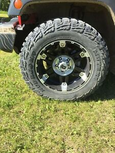 "32"" mud hogs and XD rims"