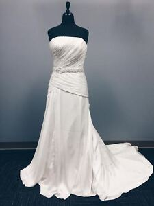 DON'T MISS OUT! Stunning Size 12 Mon Cheri Wedding Dress