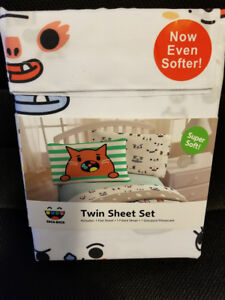 Brand New In Package 3 Pieces Twin Size Bedsheet