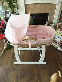 Gorgeous Moses basket with rocking stand