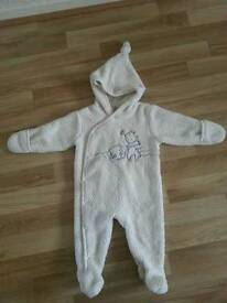 Unisex snowsuit for 6-9 months baby
