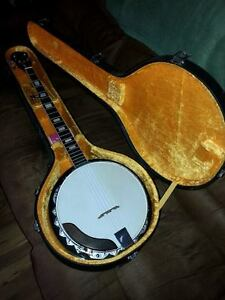 Iida Banjo with case and accessories