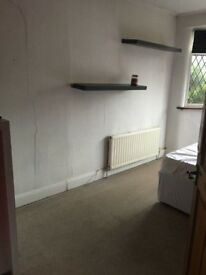 Double room £550 pm , free wifi , street parking , close to sea