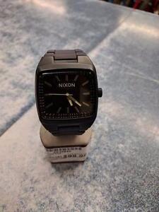 Magnifique montre de marque NIXON, model The Manual, en super état bon état pour seulement 99.99$!! (Z010840)