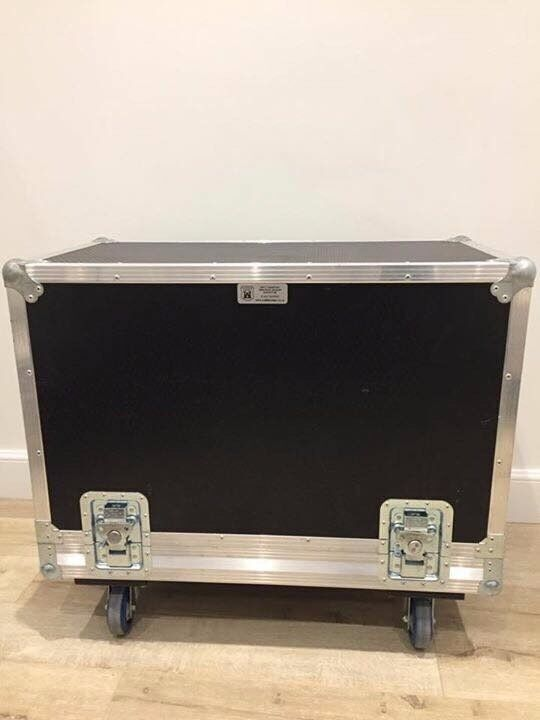 FLIGHT CASE AND PEDAL BOARD FOR SALE