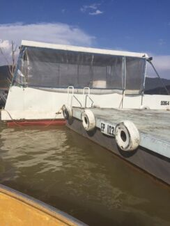 Day Barge Located on Picturesque LAKE EILDON