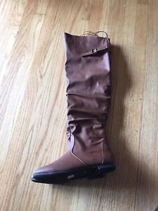 Size 9/10 brown knee high boots