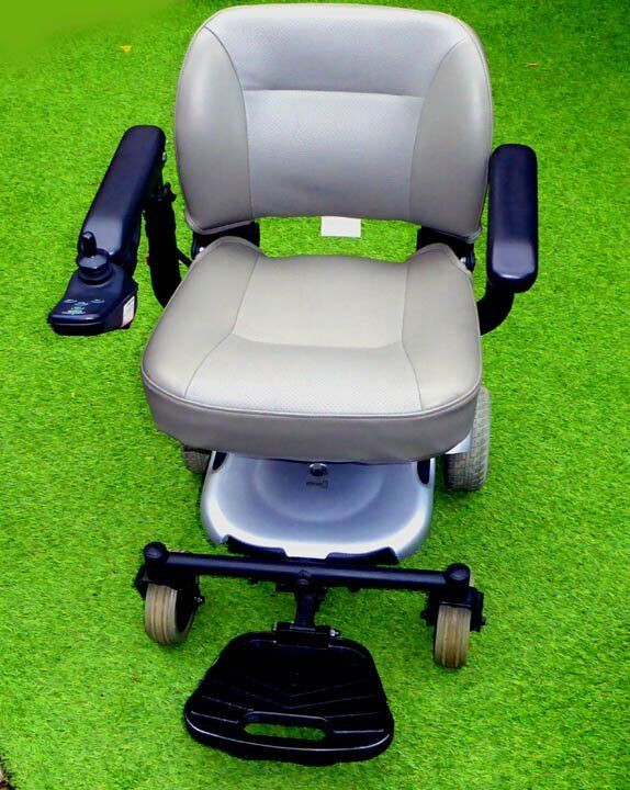 A VERY NICE ELECTRIC MOBILITY CHAIR FOR SALE.