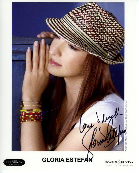 GLORIA ESTEFAN signed autographed photo