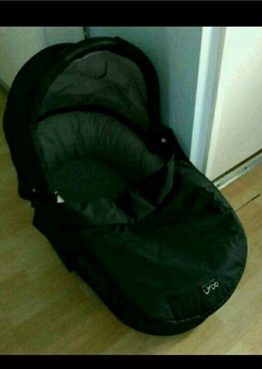Urbo carry cot black