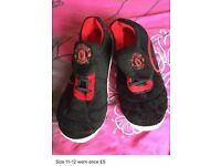 Mens Manchester united slippers size 11-12