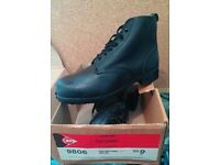 Dunlop safety master Black ankle Boots size 9