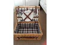 Wicket Picnic Basket for 2 people