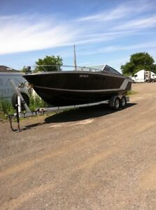 24 Ft Formula With Trailer large cuddy with icebox sink