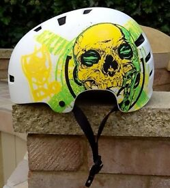 HELMET - TSG EVOLUTION ART DESIGN GOLDBECK LARGE SKULL