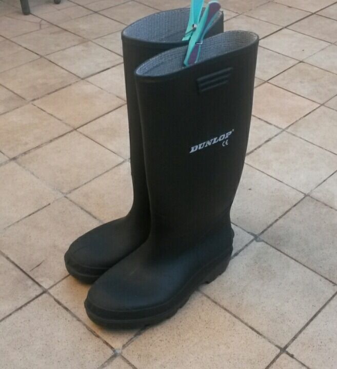 Dunlop Wellie Boots, Black. Size 4 (Juniorin Bournemouth, DorsetGumtree - Dunlop Wellie Boots, Black. Size 4 (Junior) Bought purely for school trips so only worn a handful of times. Collection Only. £3