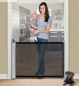 NEW OPEN BOX! Summer Infant Retractable Gate