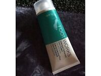 AVON FOOT WORKS INTENSIVE CALLUS AND CORN CREAM BRAND NEW COMES IN A BAG.