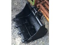 24 inch bucket for a JCB 801