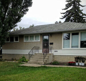 BEAUTIFUL BRIGHT BUNGALOW in N.Glenora (Central!)