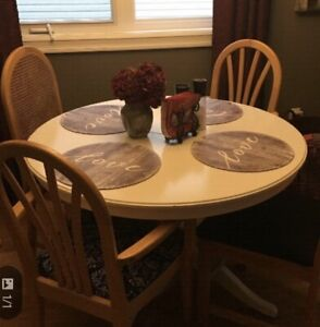 $40 - Looking for someone to deliver this dining set