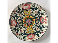 Spanish ceramic wall plate painted with striking green, yellow and red pattern 25cm diam