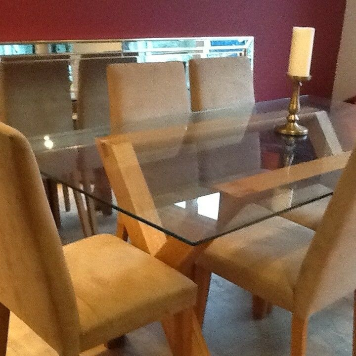 Stylish light oak and wood dining room table with six chairs