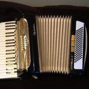 HOHNER CORNELIA III ACCORDIAN in excellent condition