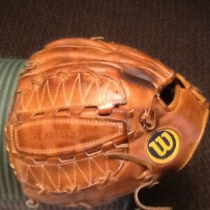 Wilson A2002-XL, Left-Handed, Dual-Hinge