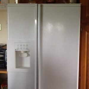 GET SIDE BY SIDE FRIDGE AND GLASS TOP STOVE
