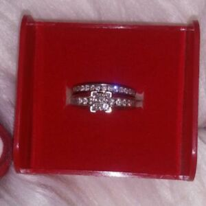 ENGAGMENT RING FOR SALE!!! BRAND NEW, NEVER BEEN WORN!!!