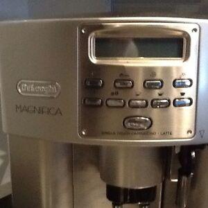 Machine a café  delonghi magnifica