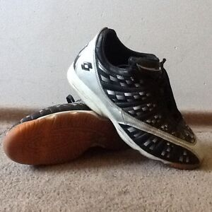 *** Lotto Size 8 Men's Black/Silver Indoor Soccer Shoes ***