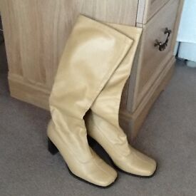 PAIR PETITE SIZE 3 WOMANS CARAMEL COLOUR PULL-ON STRETCH BOOTS WITH SQUARE HEEL.
