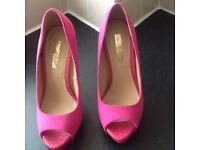 Womens suede cerise pink high heeled shoes size 5