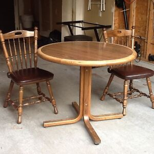 Solid oak table and 4 chairs made by donaire of Buffalo NY? Kitchener / Waterloo Kitchener Area image 4